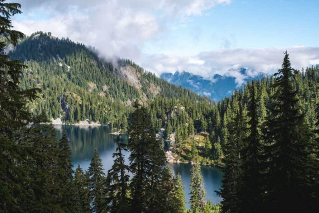 Washington hikes | PNW hikes | Washington State hiking | PNW trails | Washington trails | Hikes near Seattle | Washington State travel | Washington state things to do #hiking #washingtonstate #pnw