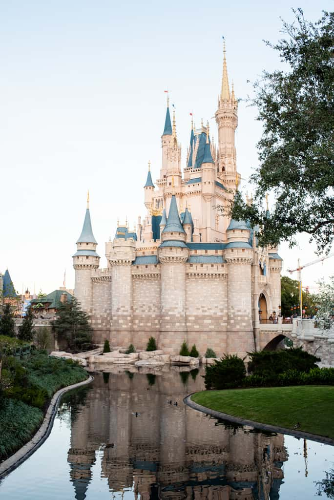 The Ultimate Guide to Magic Kingdom, Disney's Magic Kingdom, Magic Kingdom, Magic Kingdom Tips, What to do at Magic Kingdom, Magic Kingdom FastPass, Where to stay at Magic Kingdom, Magic Kingdom rides, Magic Kingdom Food, What to eat at Magic Kingdom, Best food at Magic Kingdom, Best Rides at Magic Kingdom, Disney FastPass tips, Where to stay at Disney World