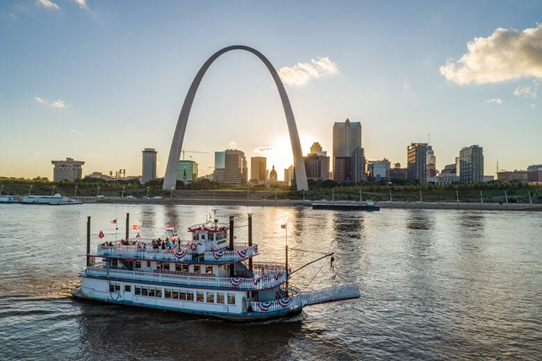 Riverboat Gateway Arch