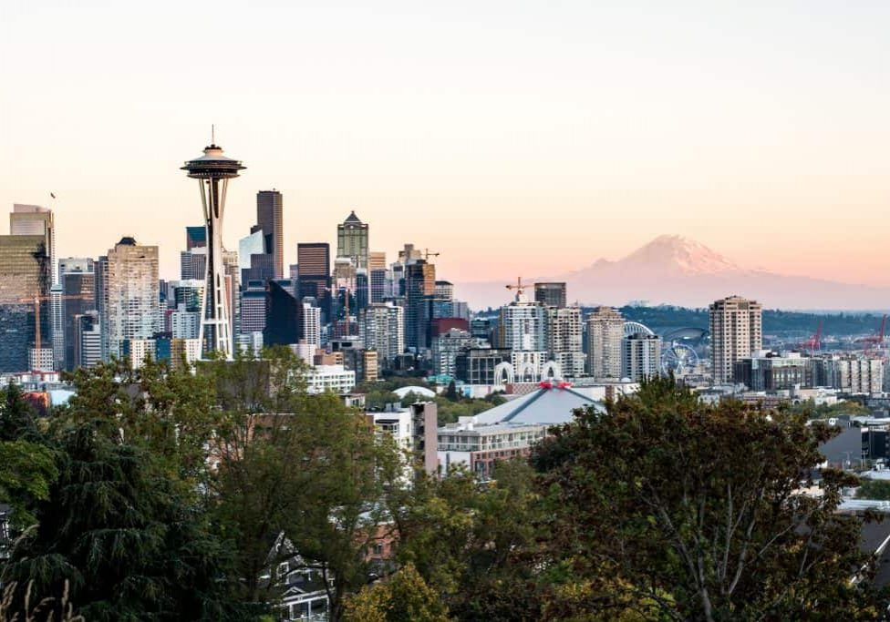 Seattle Bucket List with the must-visit restaurants, coffee shops, dessert spots, bars, things to do, and weekend trips | Things to do in Seattle | Best food Seattle | Seattle restaurants | Best coffee Seattle | Seattle bars | Best drinks Seattle | Seattle Desserts | Must eat desserts Seattle | Where to eat Seattle | Where to drink Seattle | Seattle neighborhoods | Things to do Seattle | Seattle must-visit | Seattle weekend trips | Seattle day trips | Seattle hikes | Washington trip ideas